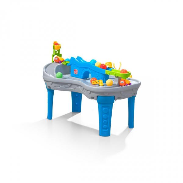 Spieltisch mit Bälle und Fahrzeuge