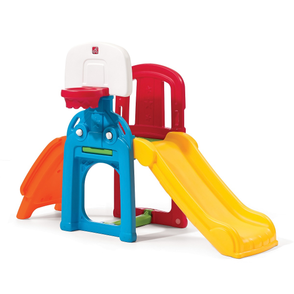 Spielturm mit Kletterwand, Rutsche und Basketballkorb